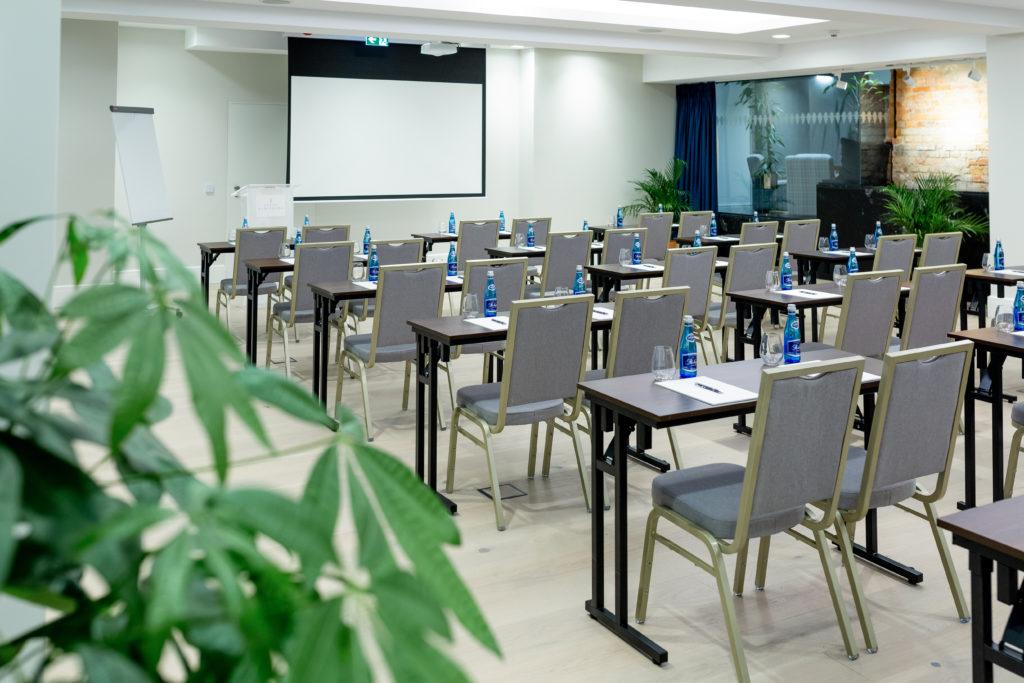 Konferencja w pałacu układ szkolny - Komierowo