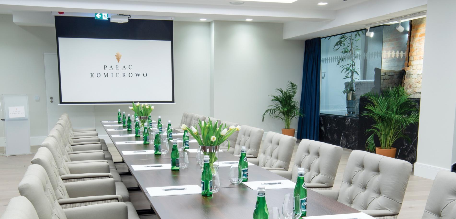 kameralna sala na wyjazd integracyjny lub spotkanie biznesowe - Pałac Komierowo