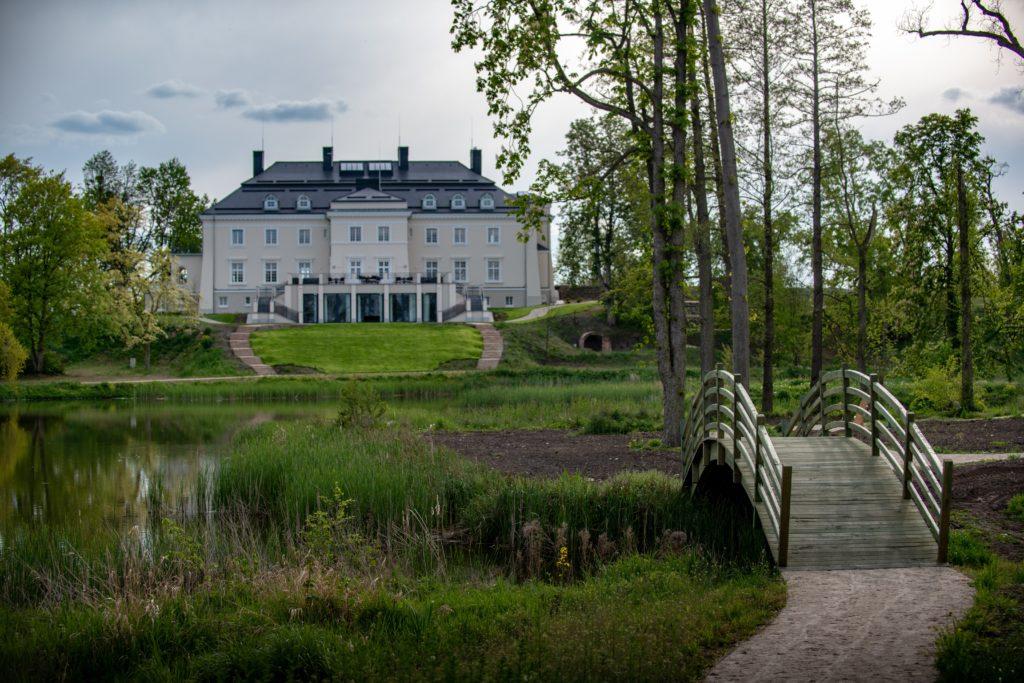 Pałac Komierowo park